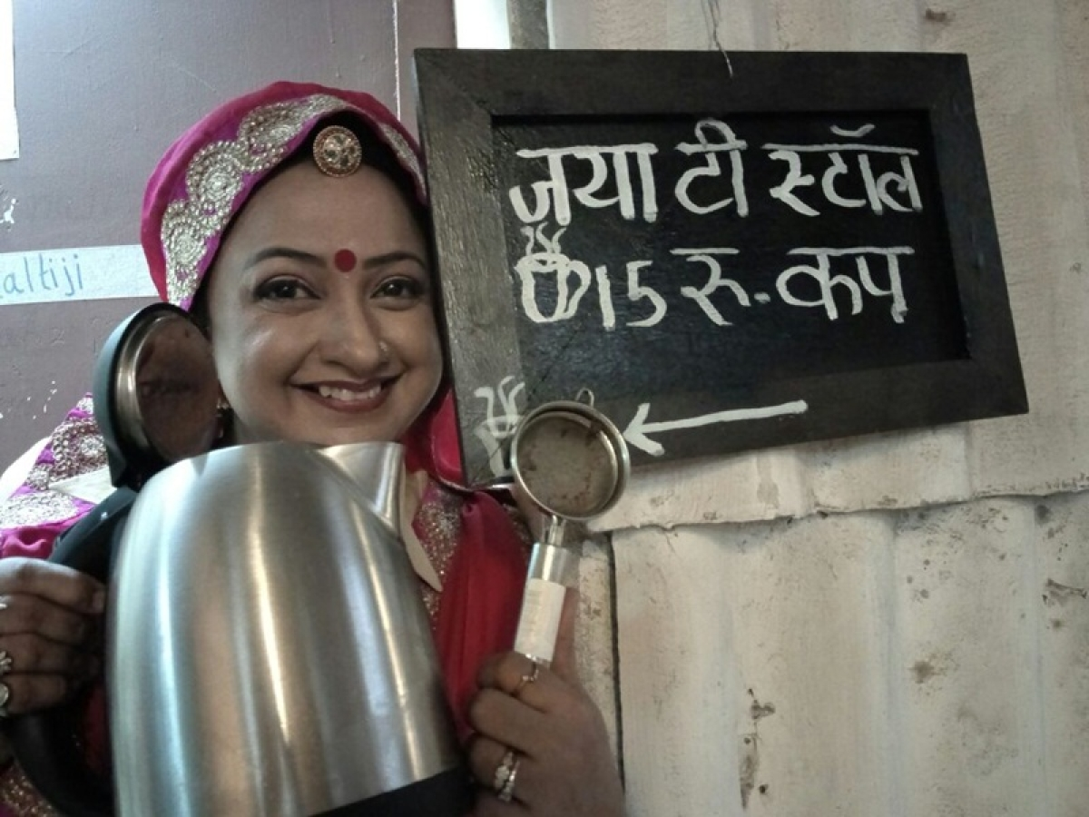 Special Jaya tea stall on the sets of Badho Bahu!