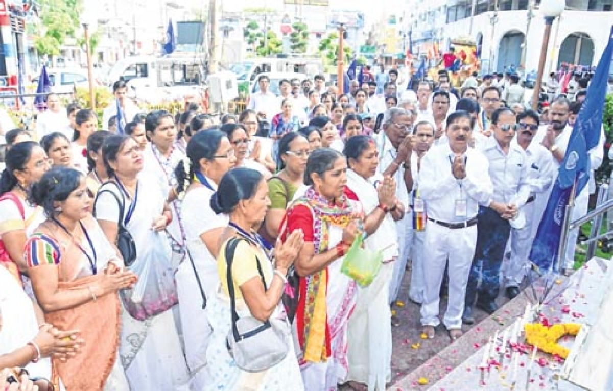 Ujjain: Devotees throng ghats on Buddha Purnima