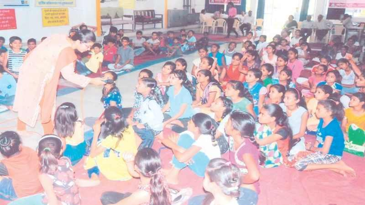 Indore: Awareness camp for slum children on financial issues
