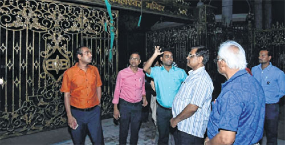 Ujjain: Commissioner MB Ojha, collector visit Mahakal Temple and Ramghat