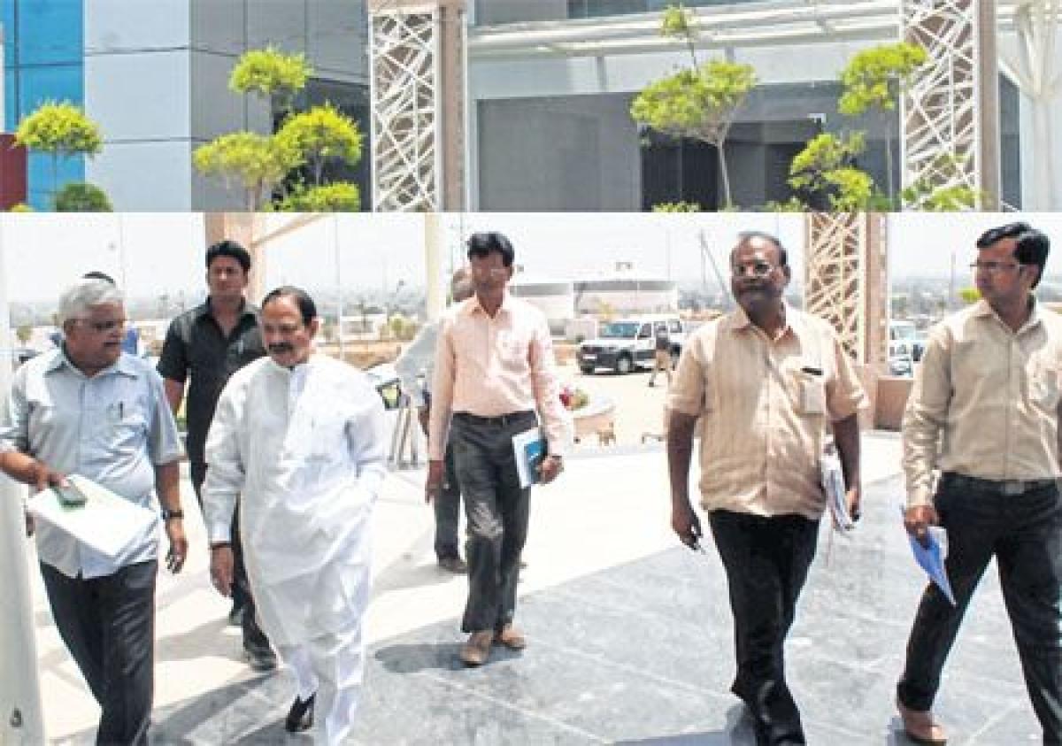 Bhopal: Krishnamurari Moghe inspects IT Park