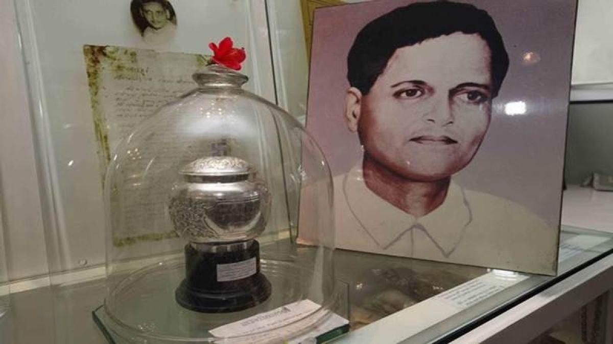 Maharashtra government to stop work on Nathuram Godse memorial