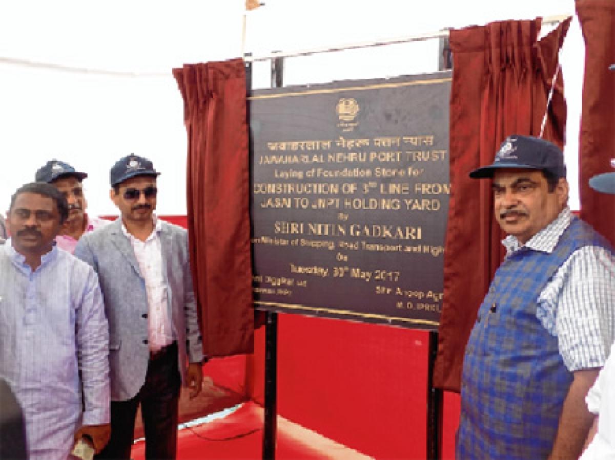 Nitin  Gadkari lays foundation of Rs 1,117 cr projects at JNPT