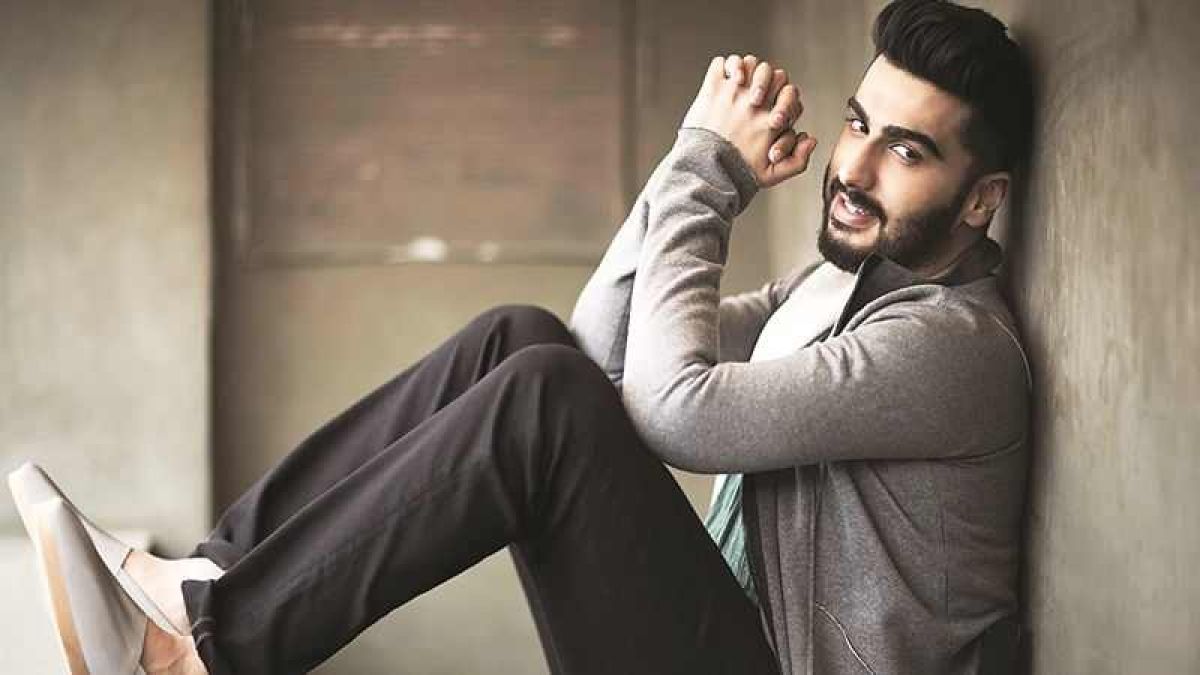 Post Sonam Kapoor wedding, Arjun Kapoor flies off to London to shoot for 'Namastey England'; see pics