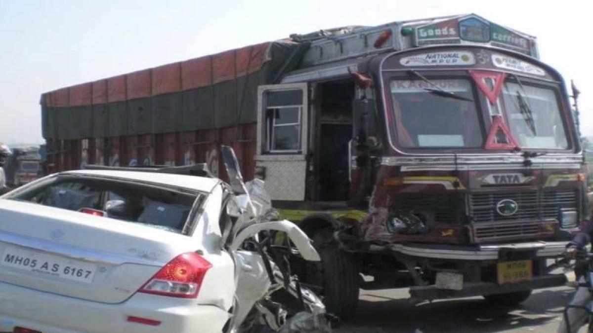 Seven killed in Maharashtra as driver falls asleep