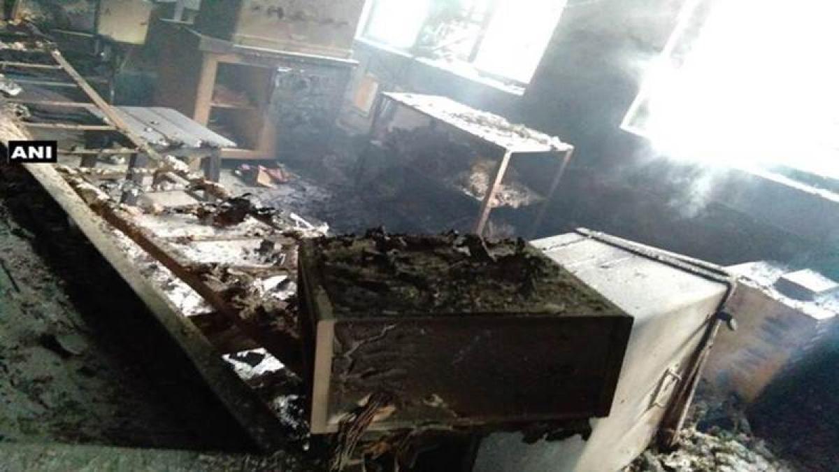 Bokaro: Naxals torch signal set and communication system, vandalise train engine