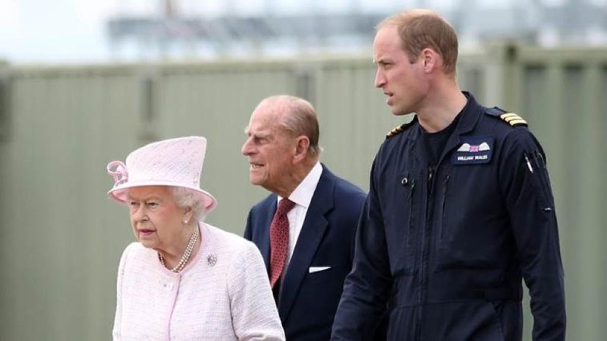 Queen Elizabeth summons 'emergency' meeting at Buckingham Palace
