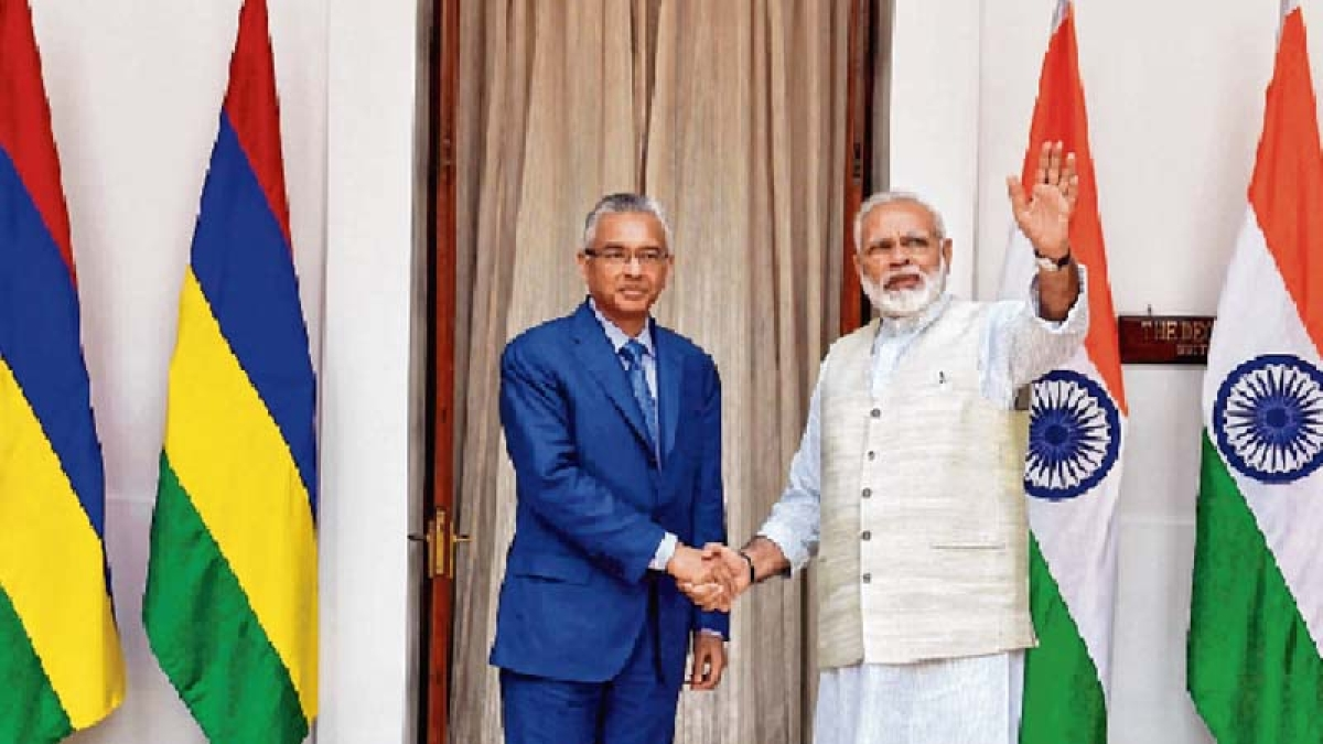 India gives $500 mn credit to Mauritius, maritime deal inked
