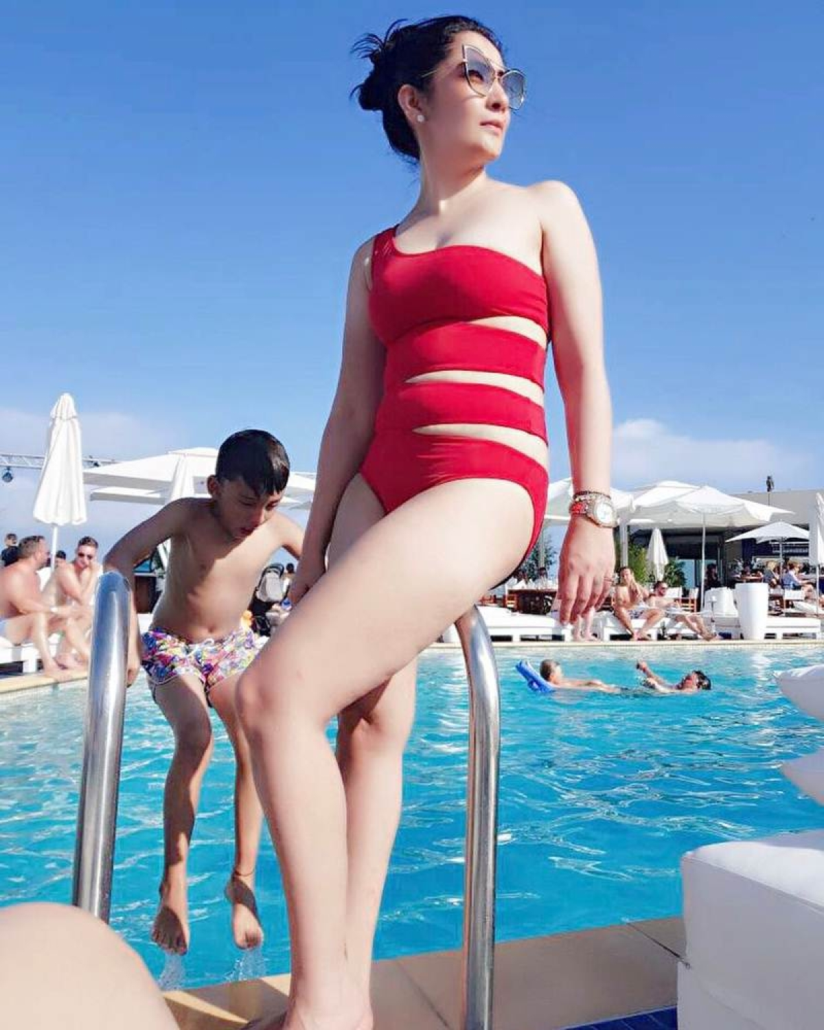 Pictures: Sanjay Dutt's wife Maanyata turns the heat in red hot swimsuit