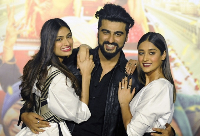 Indian Bollywood actors Athiya Shetty (L), Arjun Kapoor (C) and Ileana D'Cruz pose for a photograph during a promotional event for the forthcoming Hindi film 'Mubarakan' directed by Anees Bazmee in Mumbai on June 20, 2017. / AFP PHOTO / STR