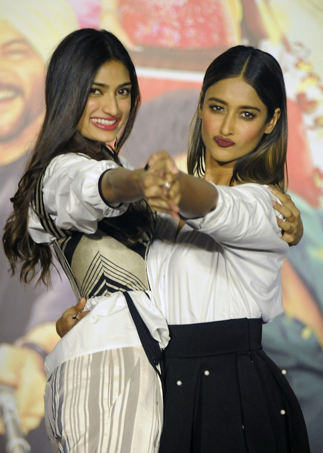 Indian Bollywood actors Athiya Shetty (L) and Ileana D'Cruz pose for a photograph during a promotional event for the forthcoming Hindi film 'Mubarakan' directed by Anees Bazmee in Mumbai on June 20, 2017. / AFP PHOTO / STR
