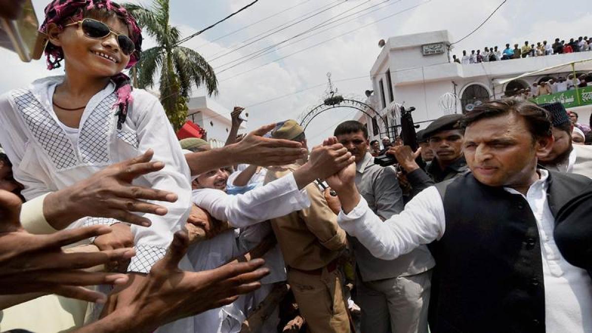 Uttar Pradesh: Adityanath does not visit Lucknow eidgah, Akhilesh takes swipe