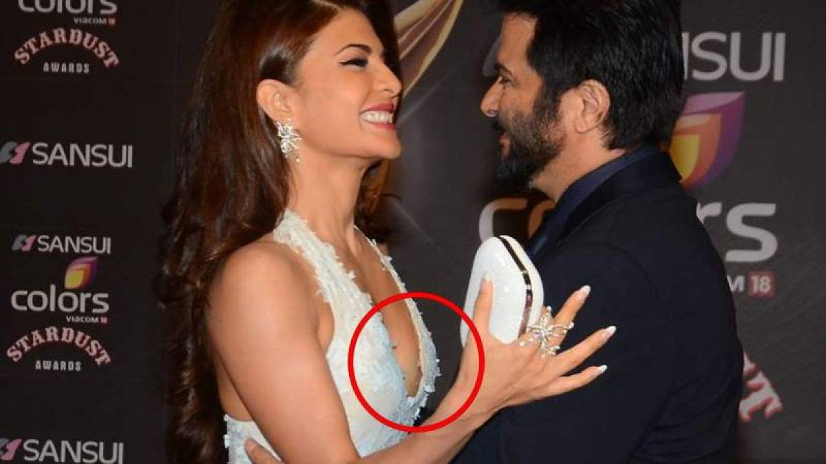 Oops 10 Bollywood Actresses Who Suffered Embarrassing Wardrobe Malfunctions-9882