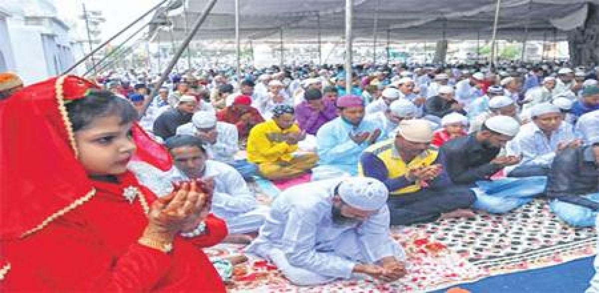 Ujjain: Muslims pray for peace and good monsoon on Eid