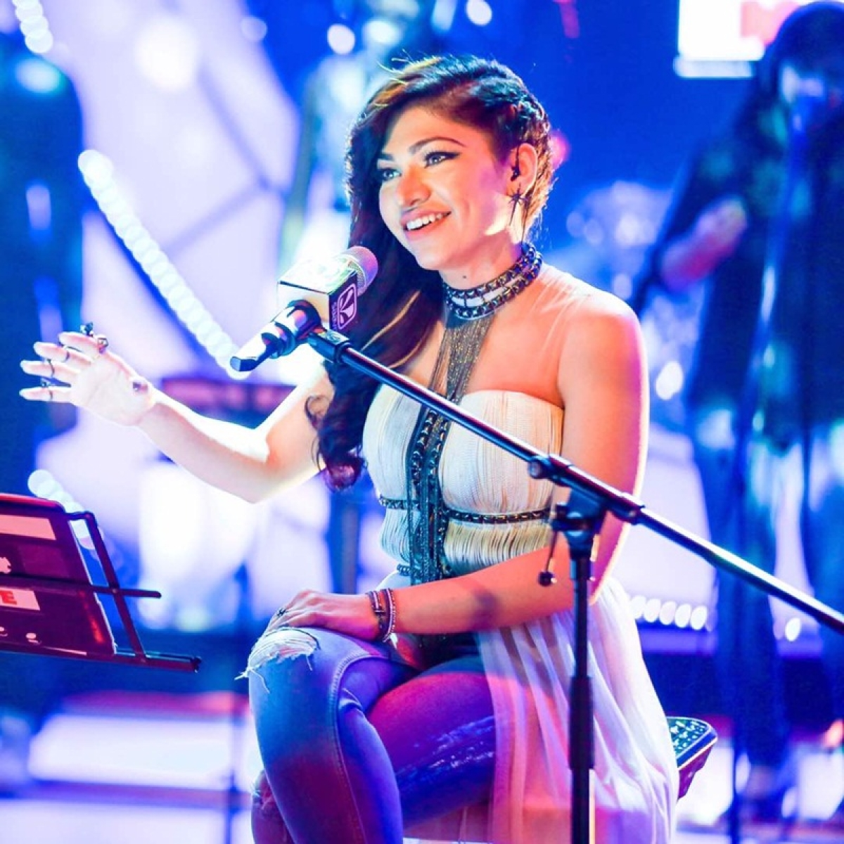 Watch: Tulsi Kumar casts a spell with her melodious voice in T-Series 'Mixtape'