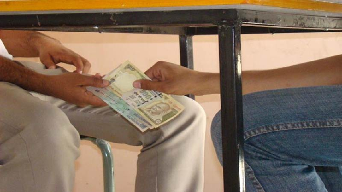 2 MP Krishi Upaj Mandi officials arrested for accepting bribe