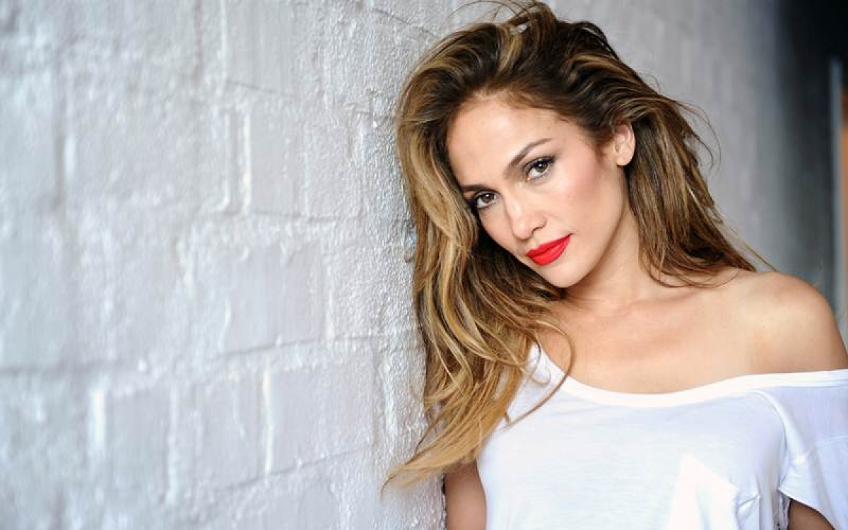Jennifer Lopez 'completely delusional right now'