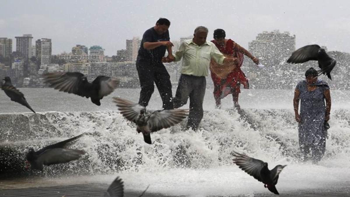 IMD predicts heavy showers in Mumbai, Konkan in next 2 days