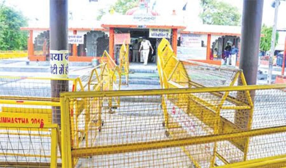 Ujjain: Triveni ghat filled with contaminated water of Kanh river ahead of Shanishchari Amavasya