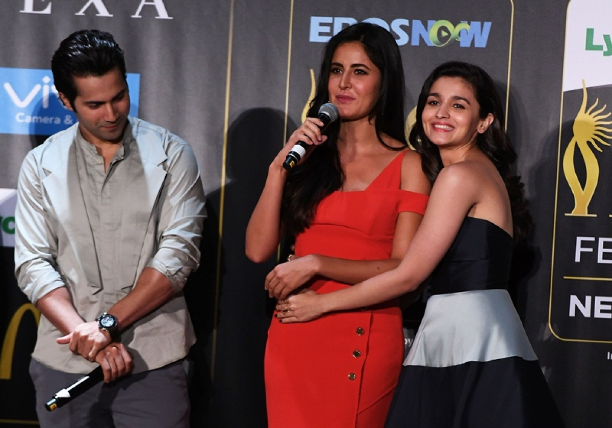 Bollywood actress Alia Bhatt (R) hugs Katrina Kaif as she speaks while actor Varun Dhawan looks on during a press conference ahead of the 18th International Indian Film Academy (IIFA) Festival, in New York City July 13, 2017. / AFP PHOTO / ANGELA WEISS
