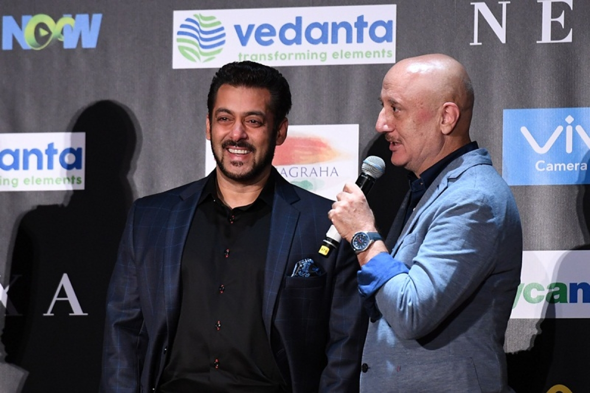 Bollywood actor Salman Khan (L) smiles as Anupam Kher speaks during a press conference ahead of the 18th International Indian Film Academy (IIFA) Festival, in New York, on July 13, 2017. / AFP PHOTO / ANGELA WEISS