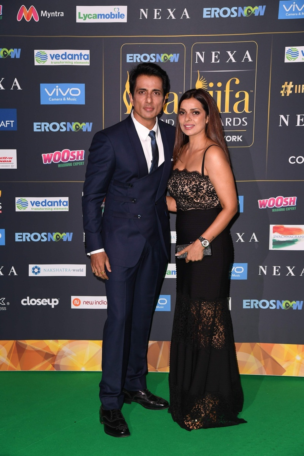 Bollywood actor Sonu Sood arrives with a guest for the IIFA Awards July 15, 2017 at the MetLife Stadium in East Rutherford, New Jersey during the 18th International Indian Film Academy (IIFA) Festival. / AFP PHOTO / ANGELA WEISS