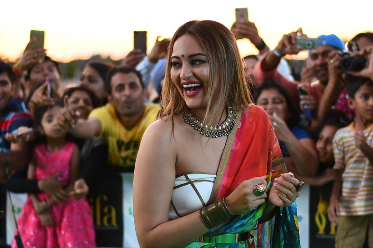 Bollywood actress Sonakshi Sinha arrives for the IIFA Awards of the 18th International Indian Film Academy (IIFA) Festival at the MetLife Stadium in East Rutherford, New Jersey, on July 15, 2017. / AFP PHOTO / JEWEL SAMAD
