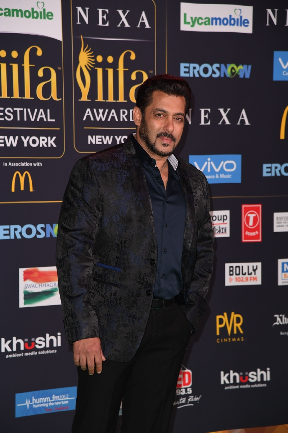 Bollywood actor Salman Khan arrives for the IIFA Awards July 15, 2017 at the MetLife Stadium in East Rutherford, New Jersey during the 18th International Indian Film Academy (IIFA) Festival. / AFP PHOTO / ANGELA WEISS