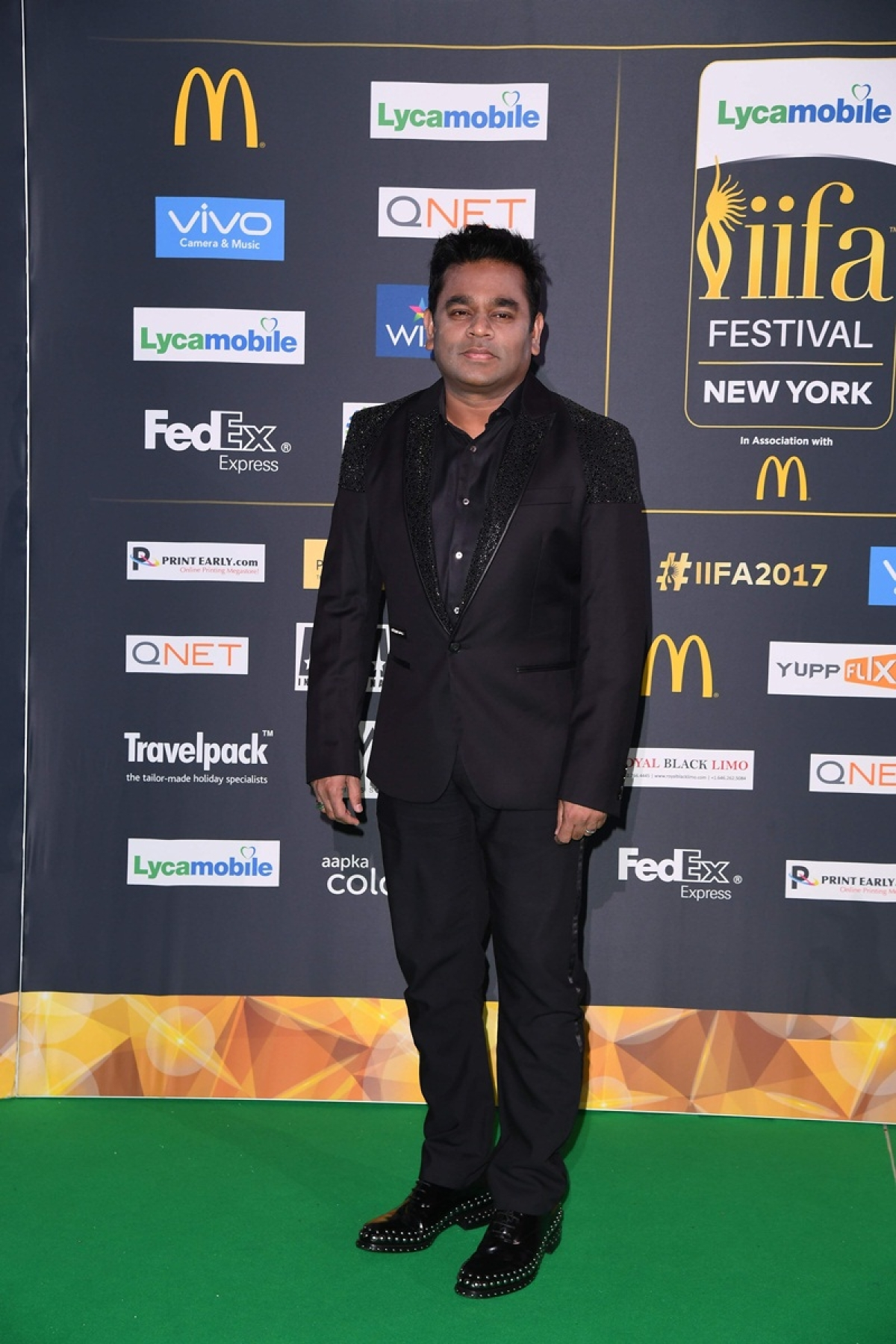 Bollywood music composer and singer AR Rahman arrive for the IIFA Awards July 15, 2017 at the MetLife Stadium in East Rutherford, New Jersey during the 18th International Indian Film Academy (IIFA) Festival. / AFP PHOTO / ANGELA WEISS