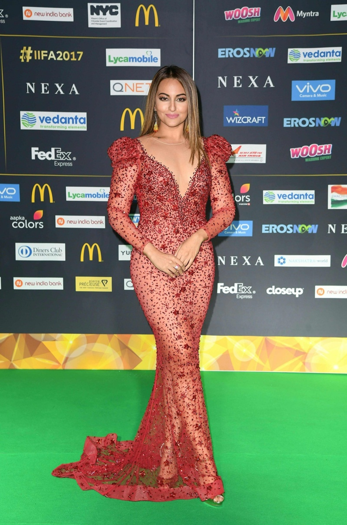 Bollywood Actress Sonakshi Sinha returns to the green carpet for the IIFA Awards July 15, 2017 at the MetLife Stadium in East Rutherford, New Jersey during the 18th International Indian Film Academy (IIFA) Festival. / AFP PHOTO / ANGELA WEISS