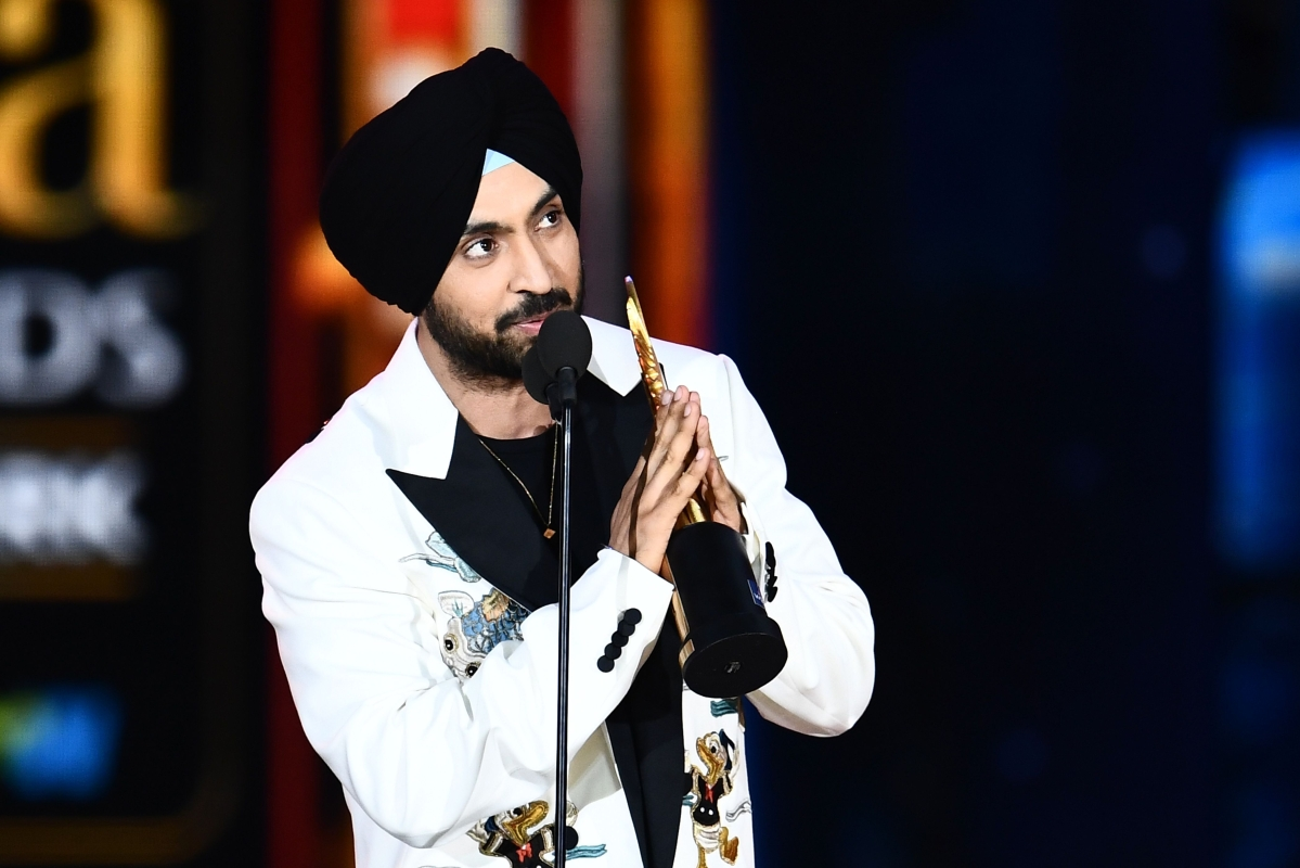 Bollywood actor/singer Diljit Dosanjh accepts Best Debut actor award during the 18th International Indian Film Academy (IIFA) Festival at the MetLife Stadium in East Rutherford, New Jersey, on July 15, 2017. / AFP PHOTO / JEWEL SAMAD