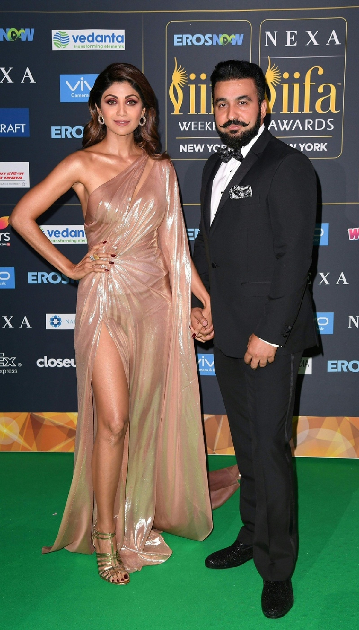 Bollywood Actress Shilpa Shetty arrives with Raj Kundra for the IIFA Awards July 15, 2017 at the MetLife Stadium in East Rutherford, New Jersey during the 18th International Indian Film Academy (IIFA) Festival. / AFP PHOTO / ANGELA WEISS