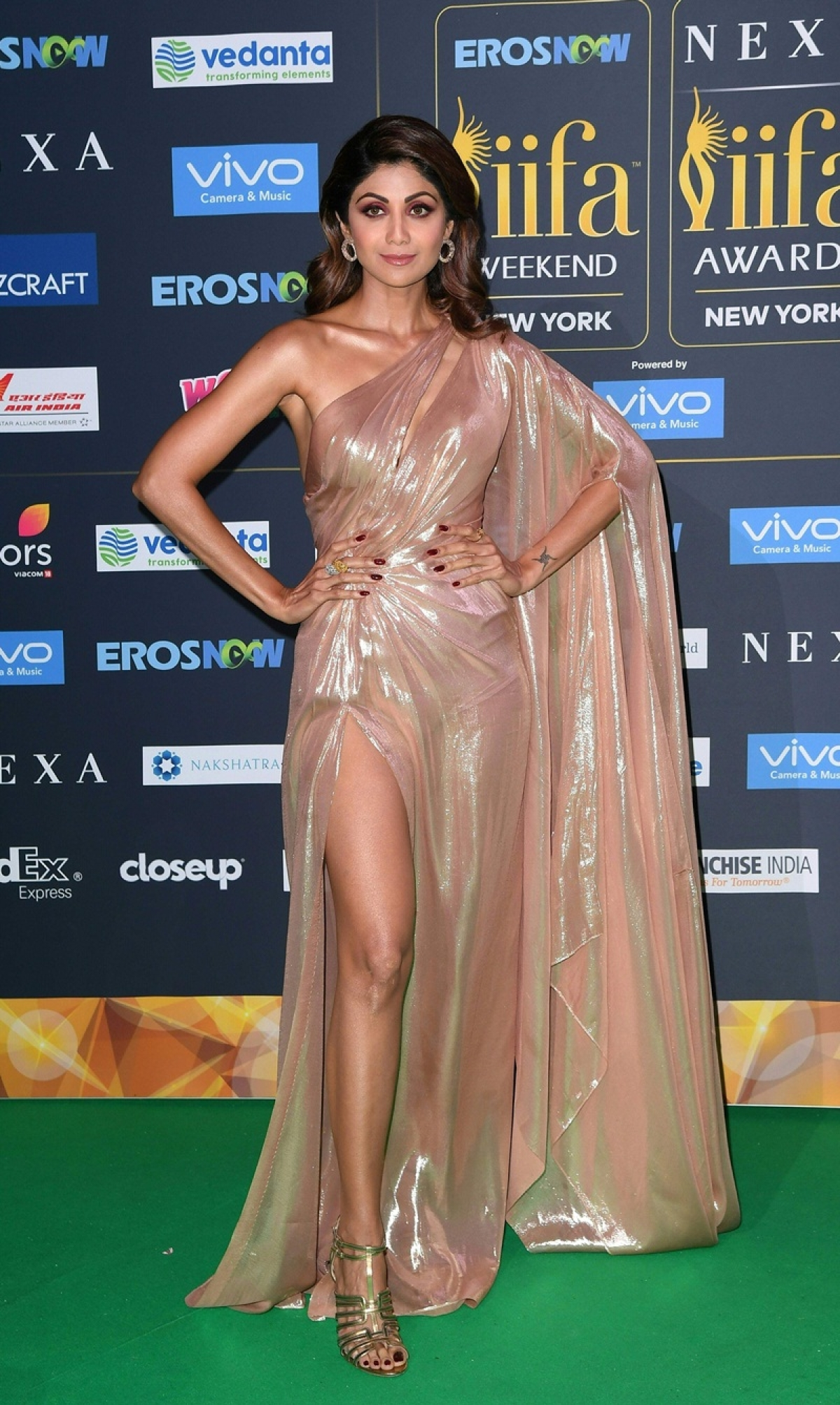 Bollywood Actress Shilpa Shetty arrives for the IIFA Awards July 15, 2017 at the MetLife Stadium in East Rutherford, New Jersey during the 18th International Indian Film Academy (IIFA) Festival. / AFP PHOTO / ANGELA WEISS