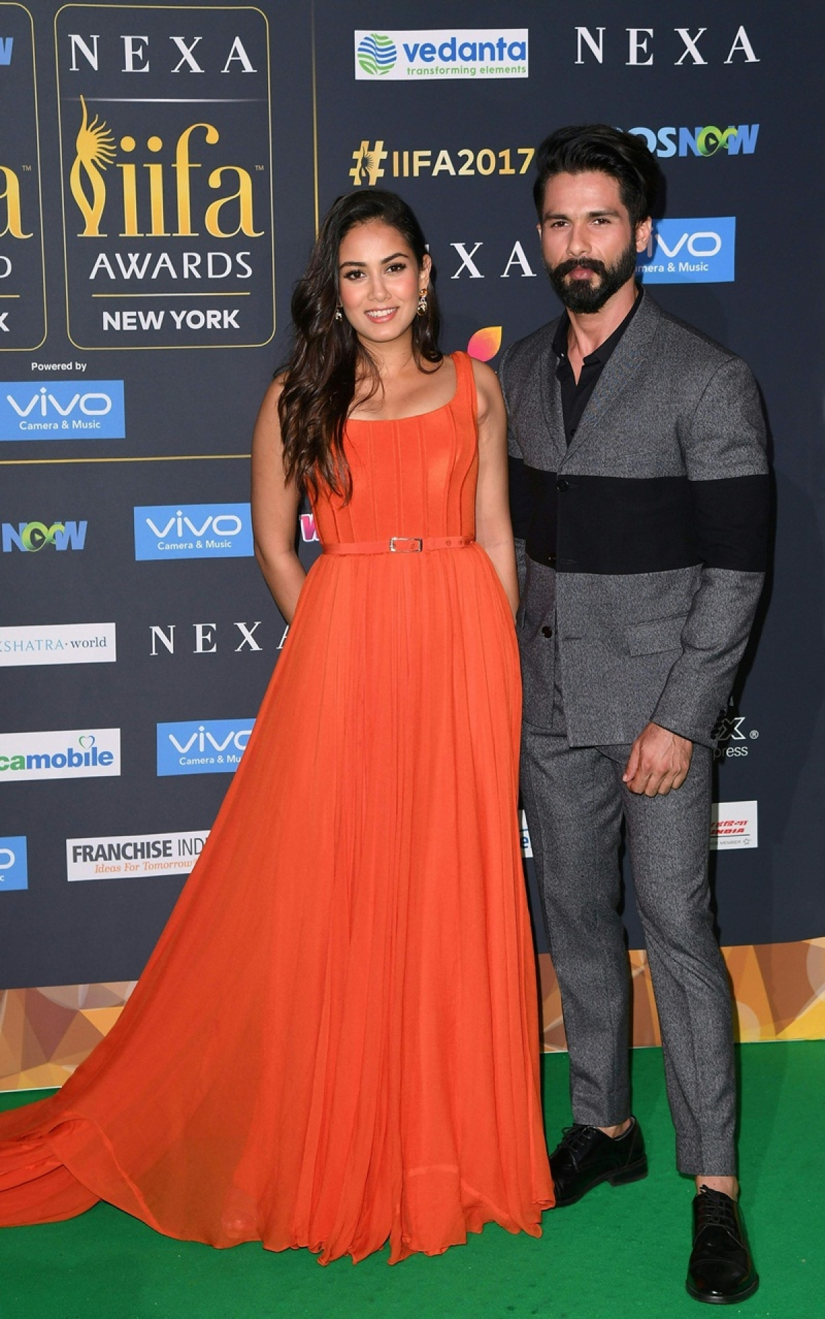 Bollywood actor Shahid Kapoor and wife Mira Rajput arrive for the IIFA Awards July 15, 2017 at the MetLife Stadium in East Rutherford, New Jersey during the 18th International Indian Film Academy (IIFA) Festival. / AFP PHOTO / ANGELA WEISS