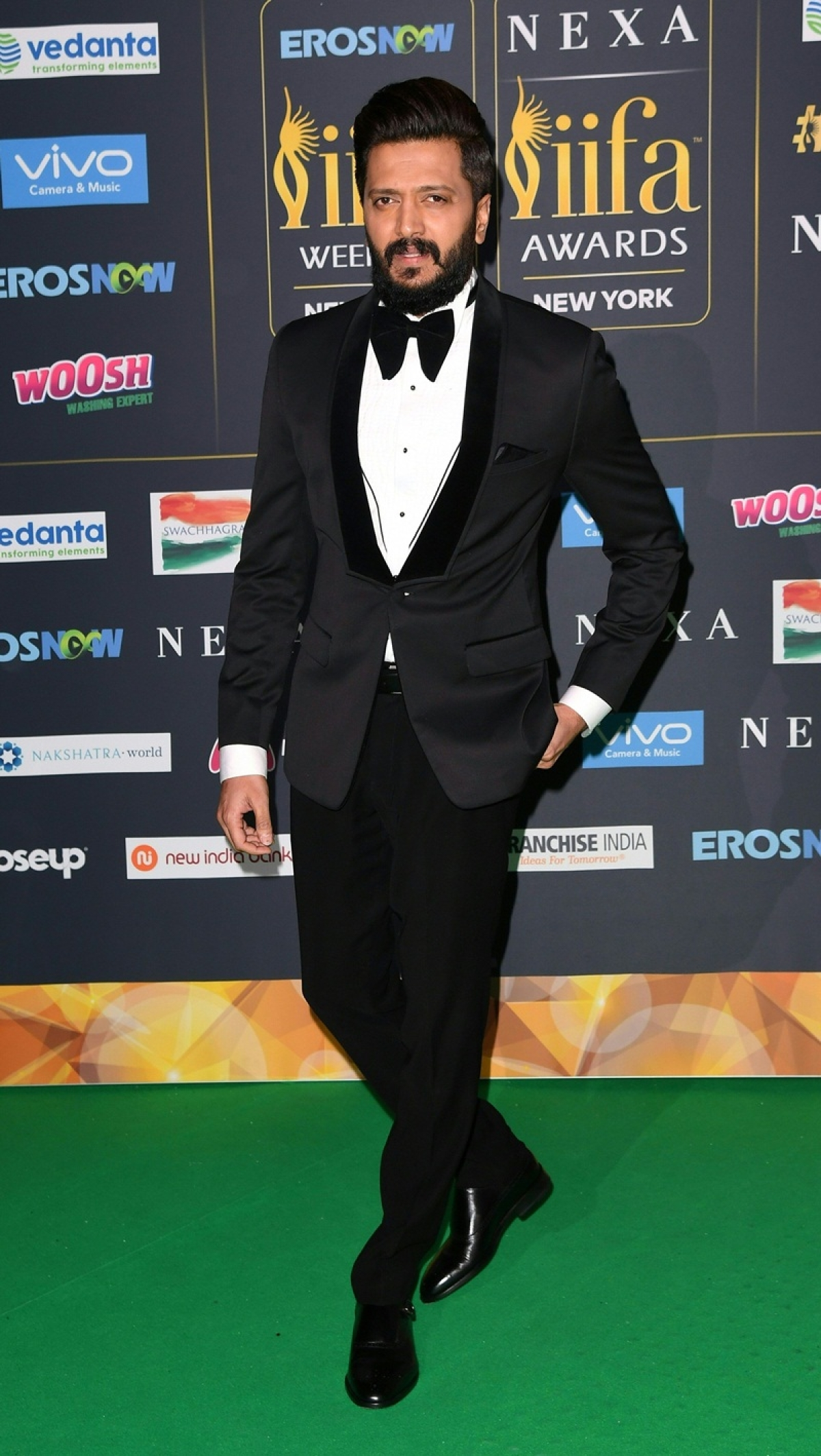 Bollywood Actor Ritesh Deshmukh arrives for the IIFA Awards July 15, 2017 at the MetLife Stadium in East Rutherford, New Jersey during the 18th International Indian Film Academy (IIFA) Festival. / AFP PHOTO / ANGELA WEISS