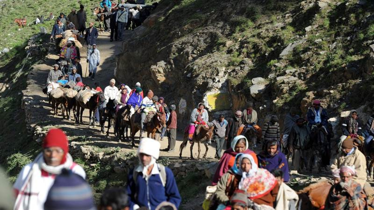 1,877 pilgrims leave for Amarnath Yatra