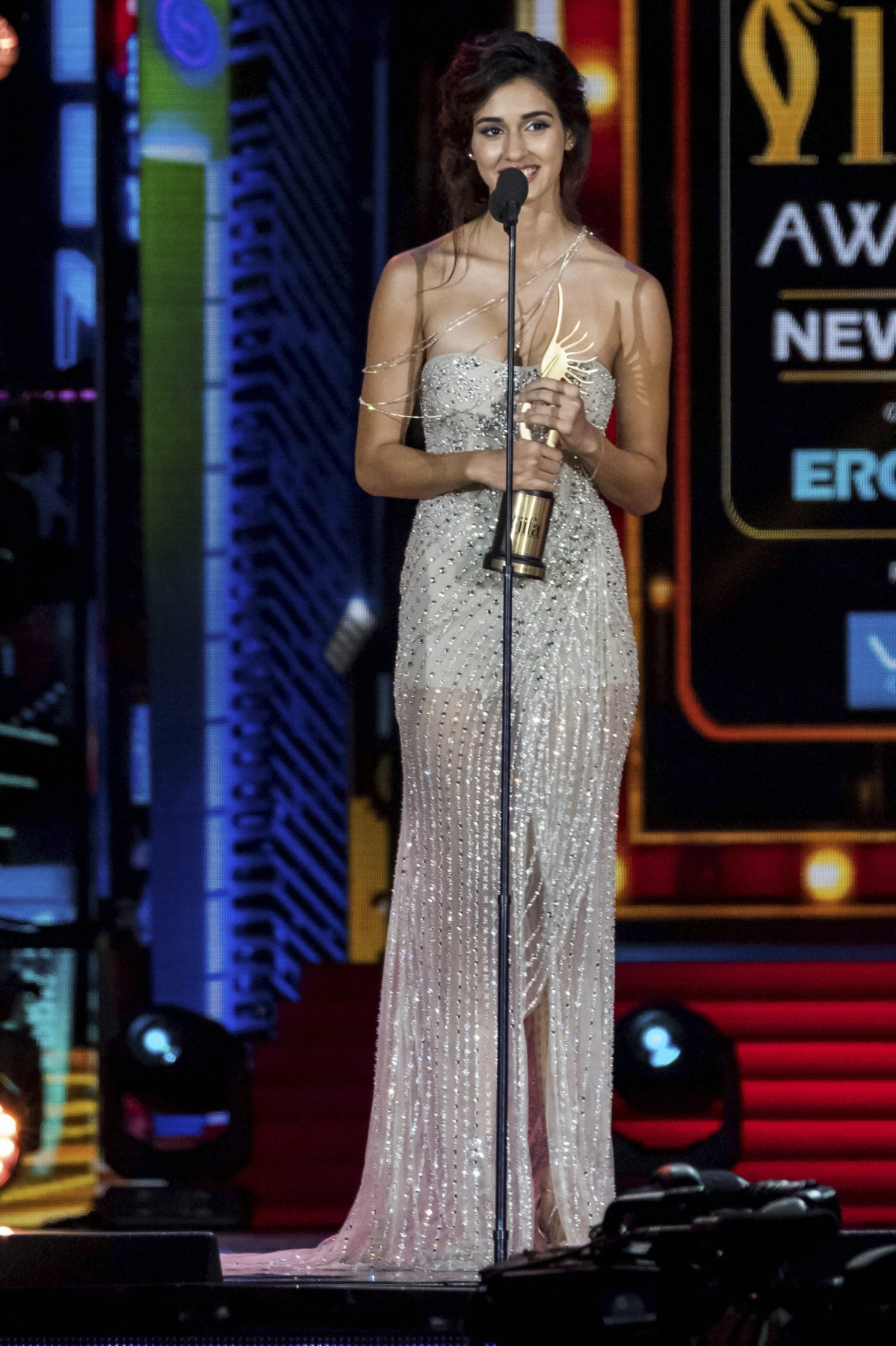 East Rutherford: Winner of Best Debut – Female, Disha Patan accepts her award at the 2017 International Indian Film Academy Festival's IIFA Awards at MetLife Stadium on Sunday, July 16, 2017, in East Rutherford, N.J. AP/PTI(AP7_16_2017_000180B)