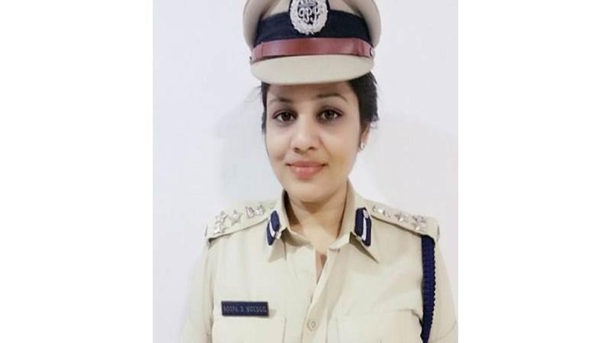 Bengaluru: DIG Roopa transferred for exposing VIP treatment to V K Sasikala