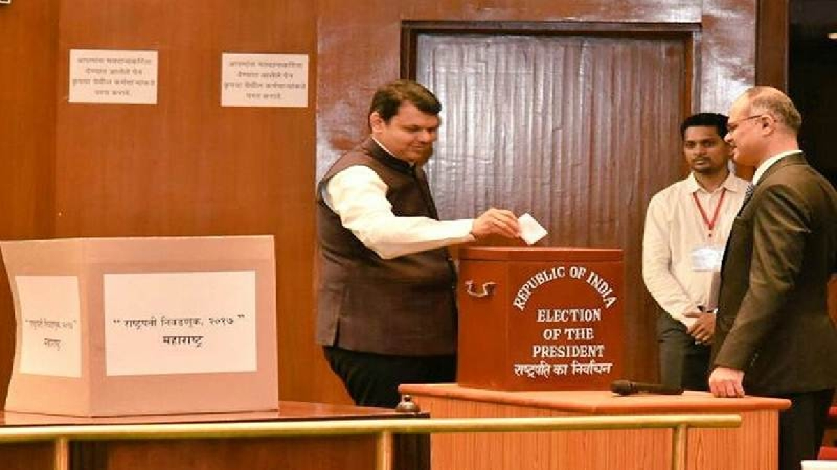 Presidential poll begins in Mumbai, Fadnavis casts vote