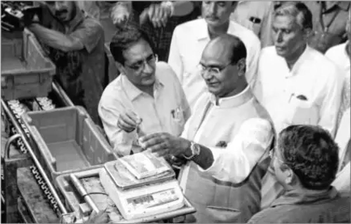 Bhopal: Sarang visits milk fed plant