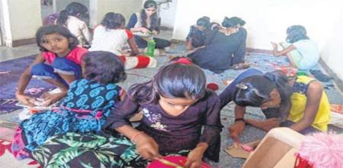 Bhopal: Subhash Mahila Mandal holds rakhi workshop for slum kids