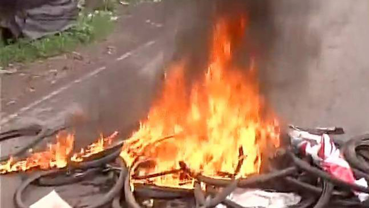 Mamata Banerjee orders judicial probe into Bashirhat riots, BJP MPs sent back