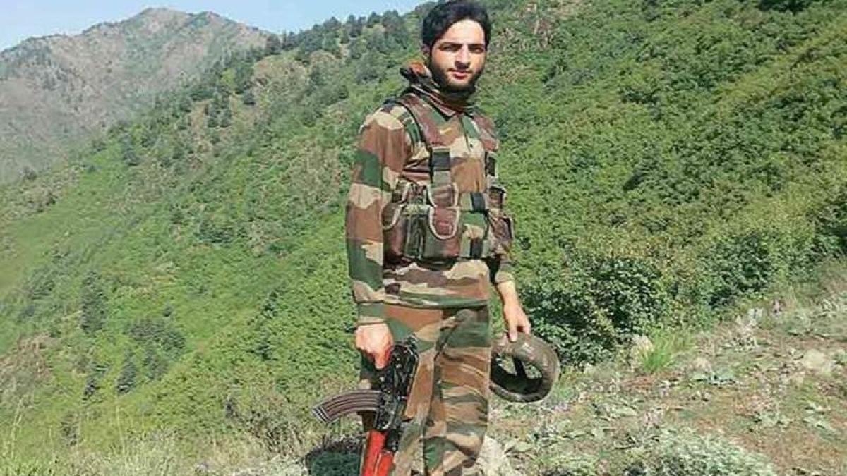 Magazine hailing Hizbul Mujahideen terrorist Burhan Wani as a hero of freedom on sale at Jor Mela