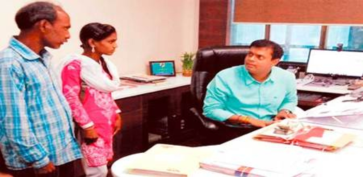 Indore: Collector's prompt action helps poor girl get back money given as bribe