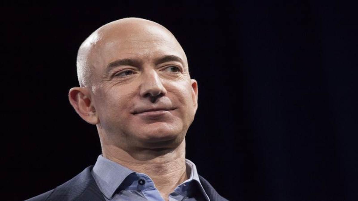 Amazon CEO Jeff Bezos stuns Twitter with his buff look