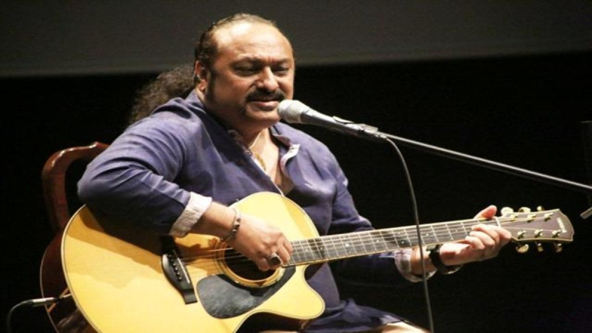 Lesle Lewis thrilled about bagging his first singer's award
