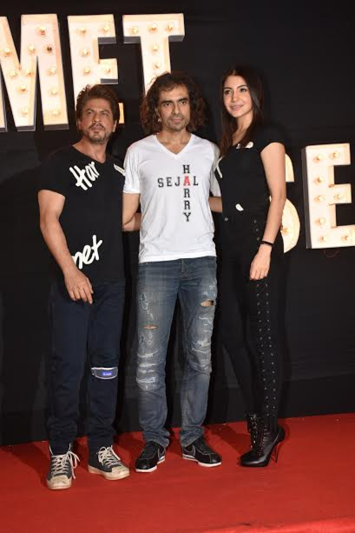 Photo Gallery: Shah Rukh Khan and Anushka Sharma at 'Beech Beech Mein' song launch