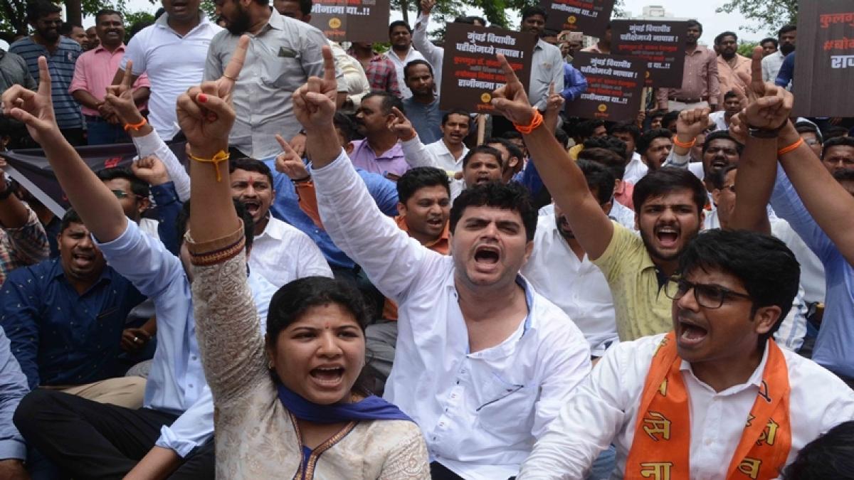 Protestor demand resignation of Mumbai University's vice chancellor over delay in results