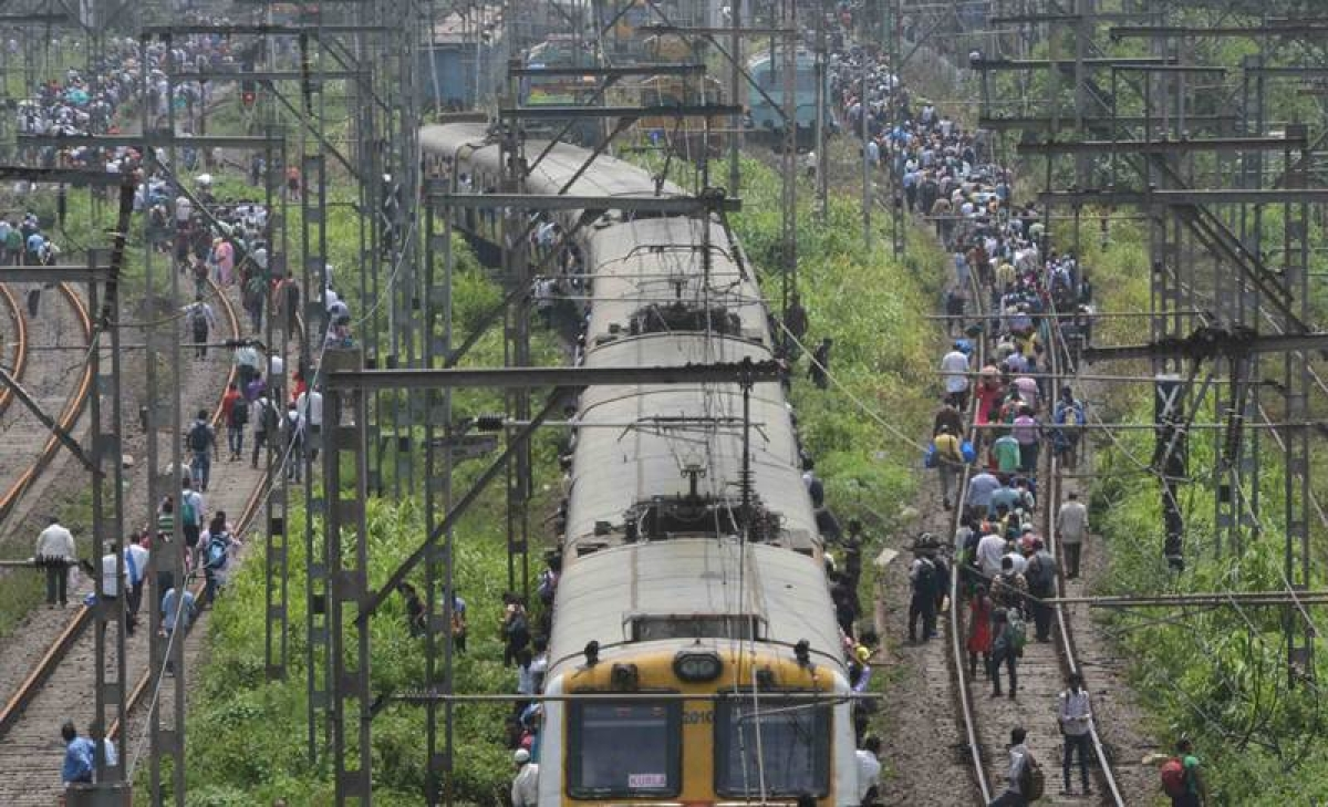Mega Block on Central Railway affects long route running train