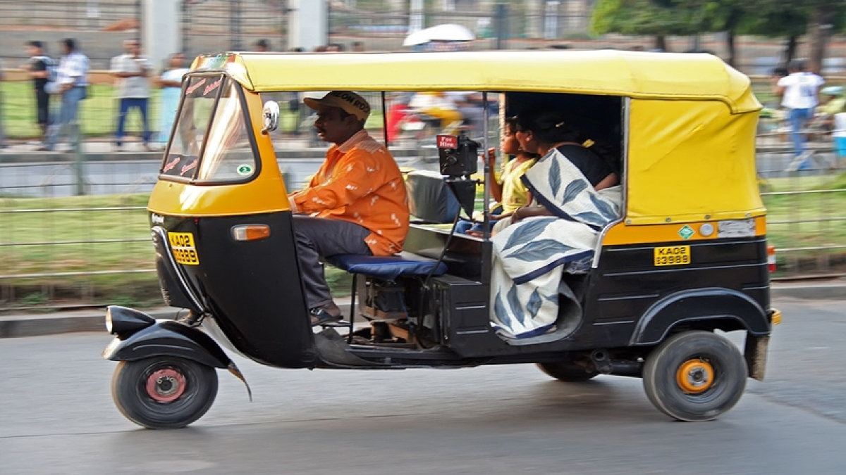 Auto-rickshaw driver killed by speeding car, teenager booked